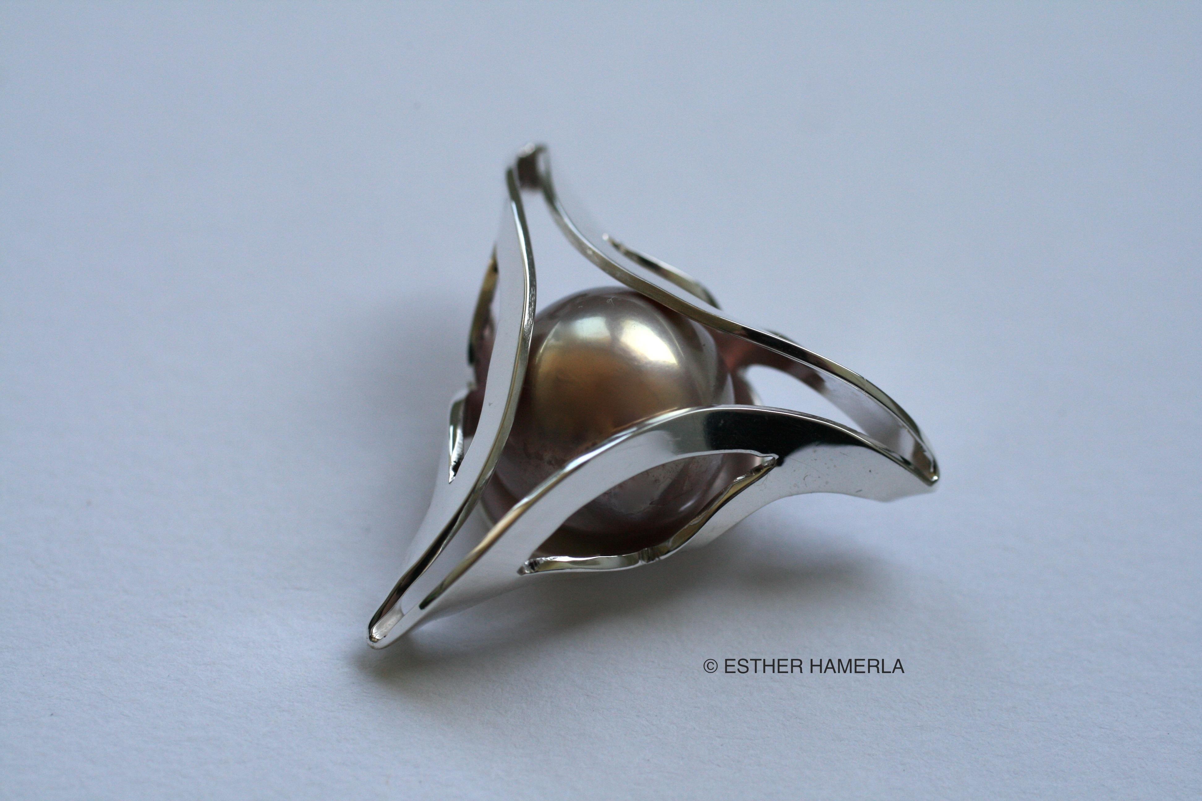 pendentif-triangulaire-perle-argent-Esther-Hamerla-designer-Paris-Versailles